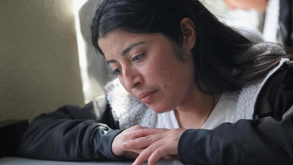 Cómo afrontar el miedo a ser deportado: una psicóloga comparte sus sugerencias Published by: Univision
