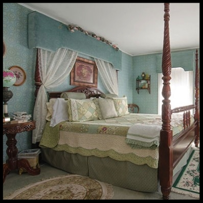 Lose yourself in our luxuriously appointed Green Room, also known as the Honeymoon Suite, with a king size sleep number bed and en suite. Anna Nutting would be very comfortable in this beautiful Victorian room.