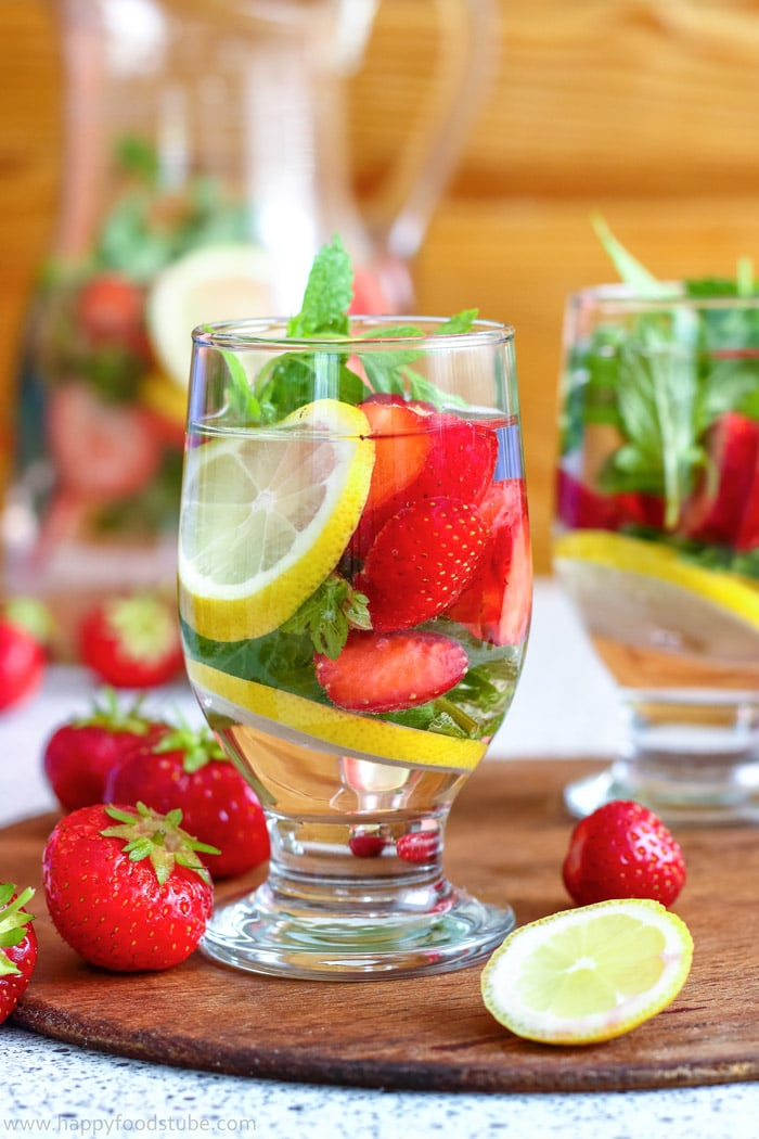 strawberry-lemon-infused-water-picture.jpg