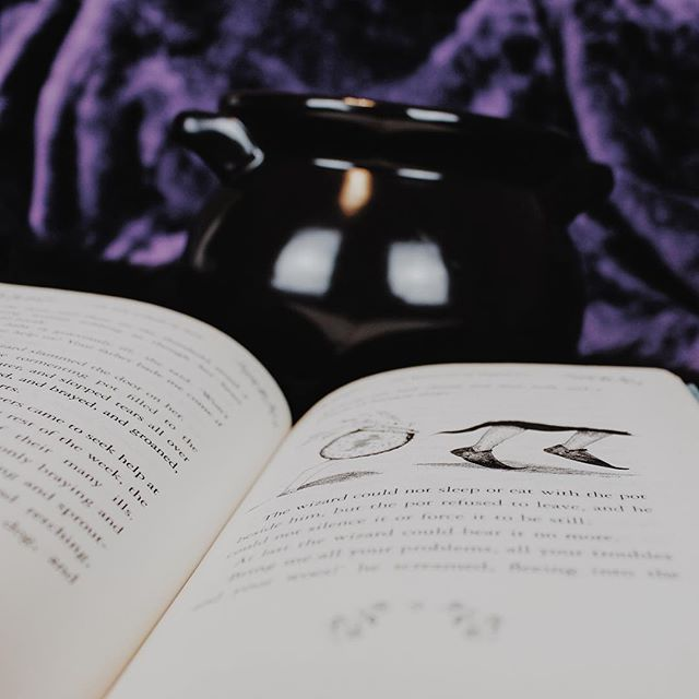 I said I was going to be productive today. It started off well. I wrote a blog. 📓✏️ Then I started faffing about, reading fanfiction and designing mock book covers for books I've not even written yet (useful) 🔮 Atleast my PT is coming around later so I'll feel like I've done something healthy 💪 #YA #Writer #goals #indie #author #read #mustread #mustwatch #blogger #healthy #goth #gothic #witchy #magic #books #blog #bookworm #bookreview #bookstagram #spoonie #cfs #chronicillness #purple #cauldron #halloween #witchcraft #spells