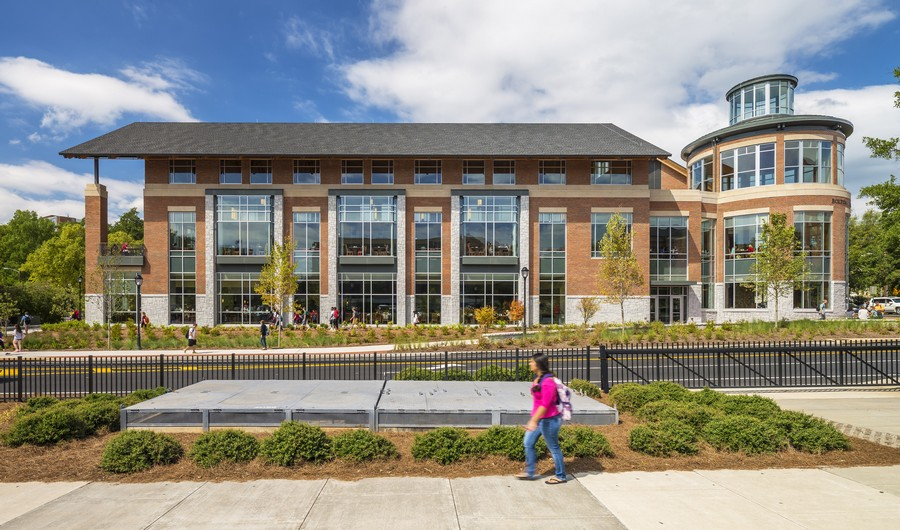 The new Bolton Dining Commons at UGA