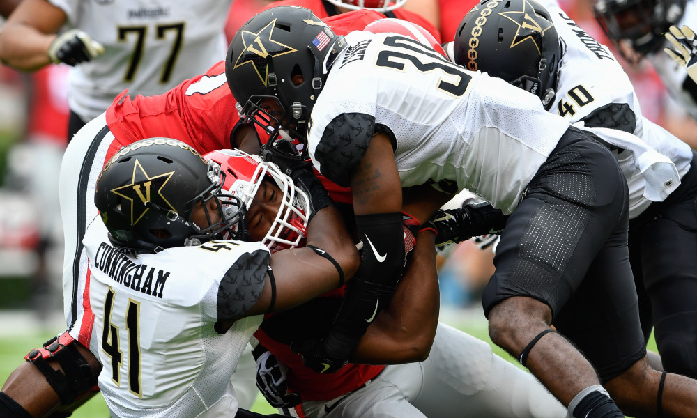 Vandy's Zach Cunningham ruined homecoming in Athens last year on this 4th and 1 stop.