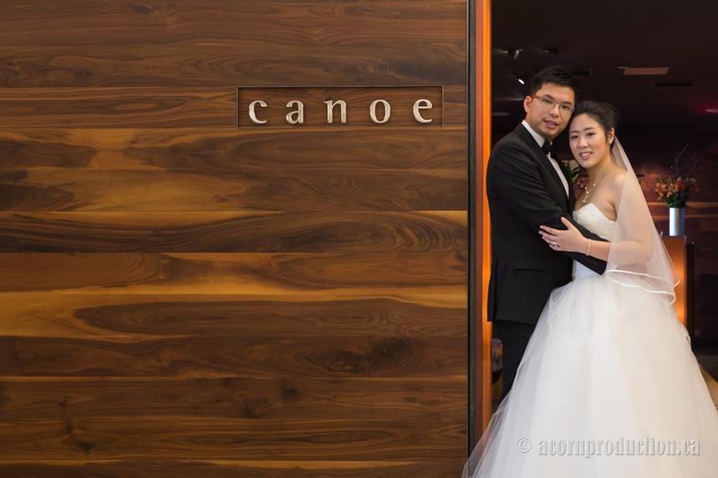 09-canoe-restaurant-wedding-photography-toronto