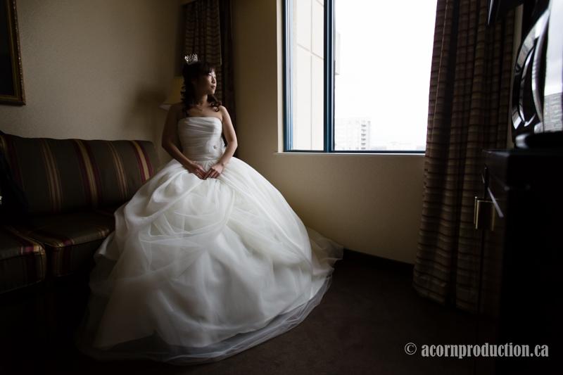 06-bride-sitting-by-window