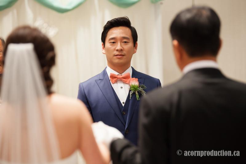 13-groom-looking-bride-walking-in