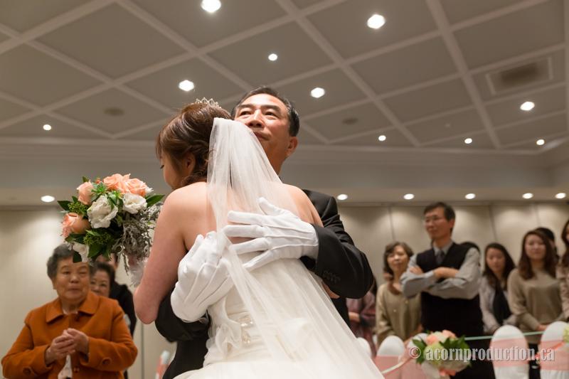 14-father-hug-daughter-wedding-cermony