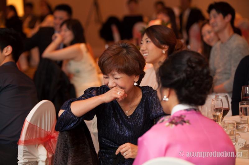 33-wedding-reception-guest