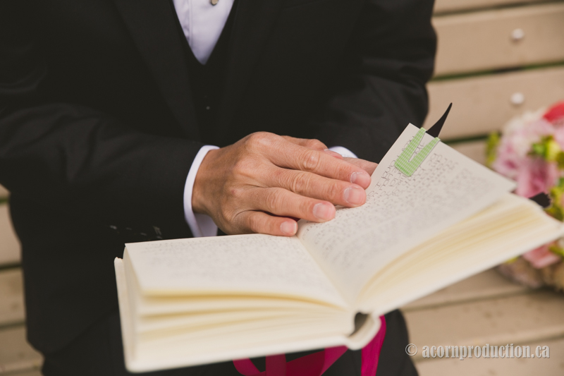 34-groom-reading-bride-journal
