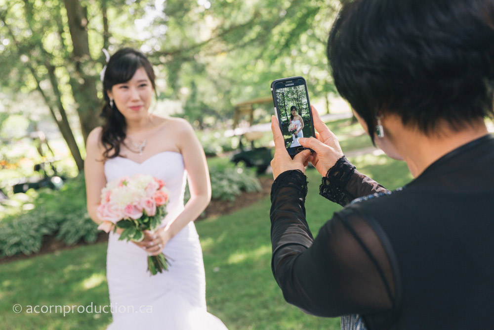 27-guest-taking-photo-of-bride