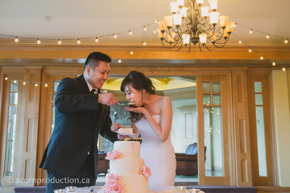 41-wedding-cake-cutting-king-valley-golf-club-king-city-wedding-photography