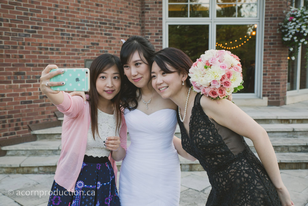 46-wedding-guest-selfies