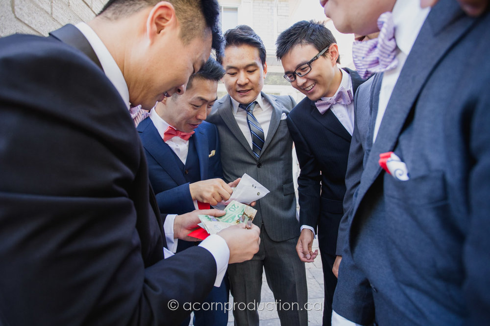 chinese-wedding-open-door-red-pocket-groomsmen