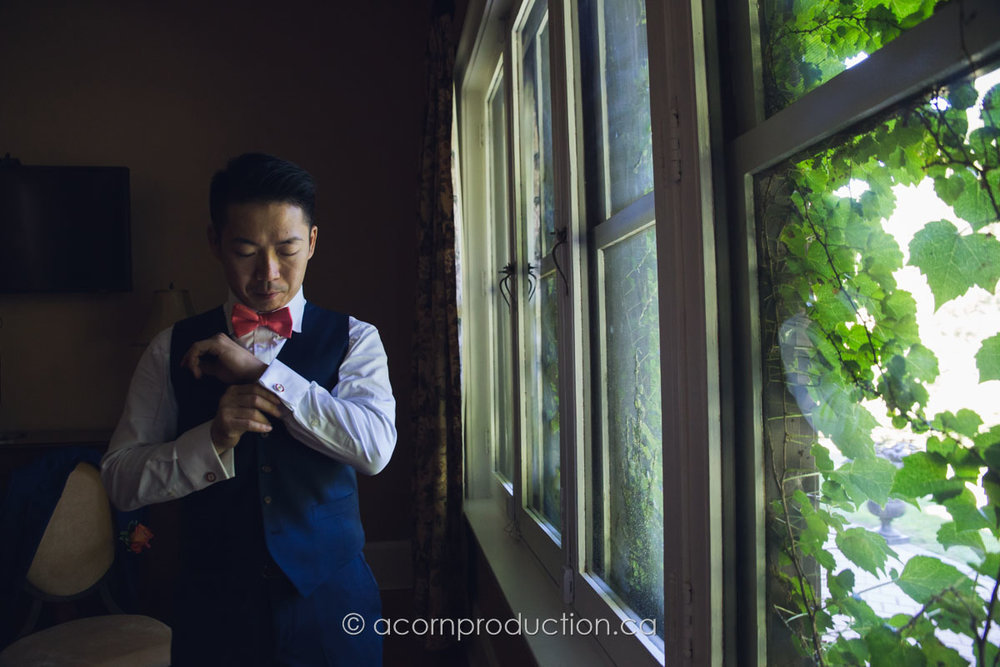 groom-getting-ready-inside-miller-lash-house