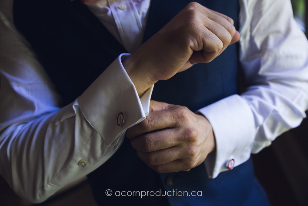 groom-getting-ready-fixing-cufflink