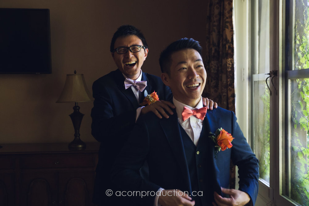 best-man-groom-laughing