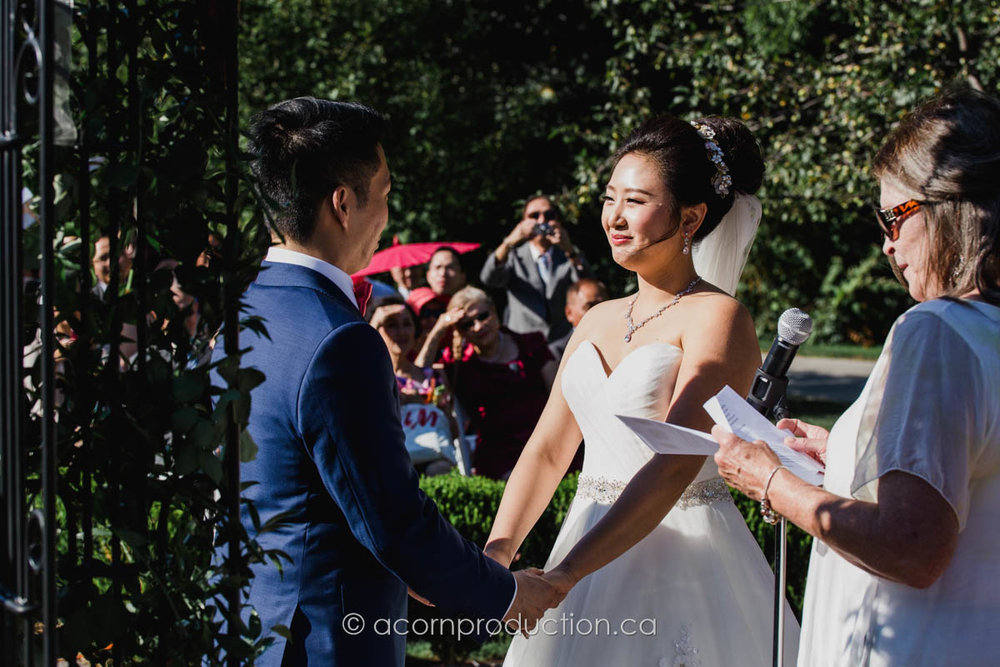 toronto-millar-lash-house-outdoor-wedding-bride