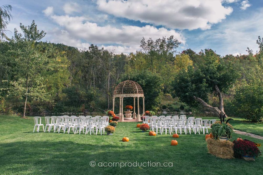 terra-cotta-inn-outdoor-fall-wedding-cermony