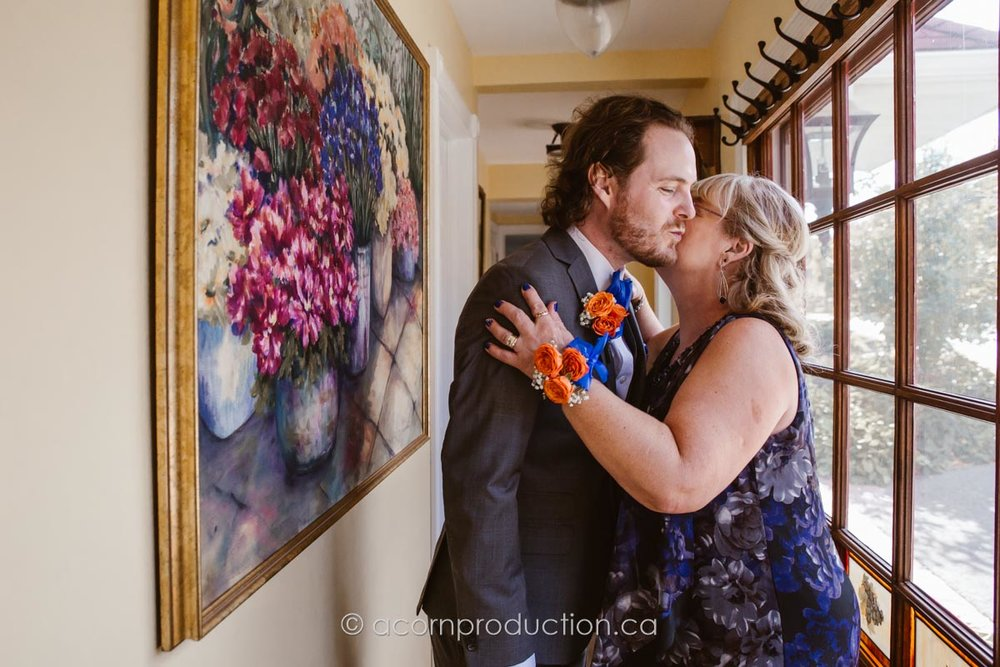 mom-kissing-her-son-before-wedding