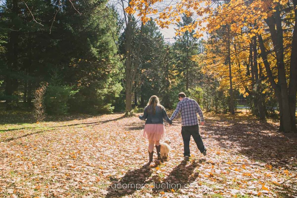 fall-engagement-toronto-photographer