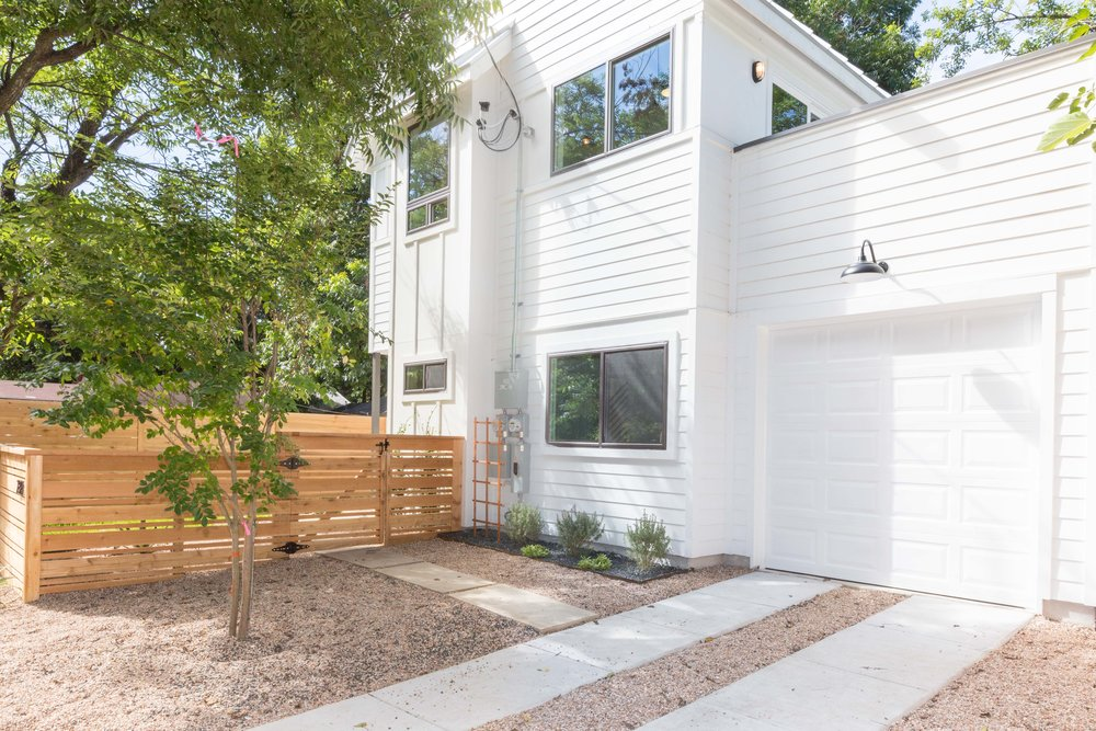 2504_WillowB_-_East_Austin_Alley_House_Modern_Cottage-9927[1].jpg
