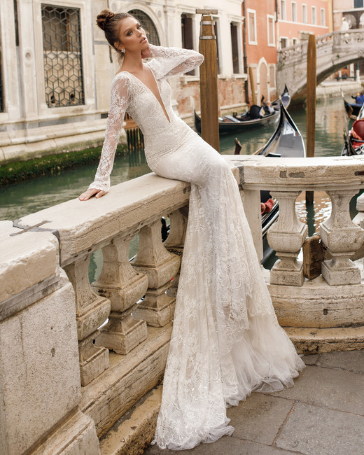 julie-vino-wedding-dress-spring2018-6347963-04_vert.jpg