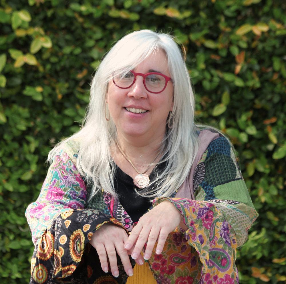 LISA GEVOV  RELENTLESS RESEARCHER. PROUD HIPPIE. SUSTAINABILITY ACTIVIST.