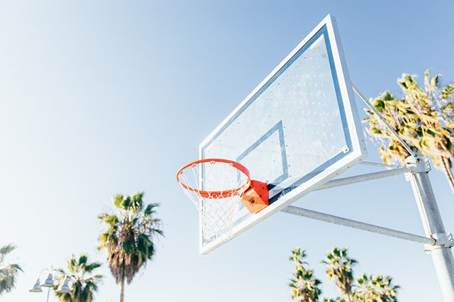 #Weekendvibes from Venice Beach in honor of March Madness 🏀🌴 #marchmadness #semifinals #finalfour