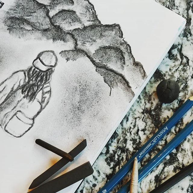 What's on YOUR counter? A picture a day keeps the blues away - find your inner artist! . . . #charcoal #charcoaldrawing #vinecharcoal #artistloft #artist #art #charcoalpencil #blendingstump #blending #smudge #mountains #backpacking #hiking #adventure #whatsonyourcounter #whatsonyourcountertop #granitecountertops #granitecounters #granite #counters #countertops #heartlandgranite #hgq #topeka #topcity #forbesfield