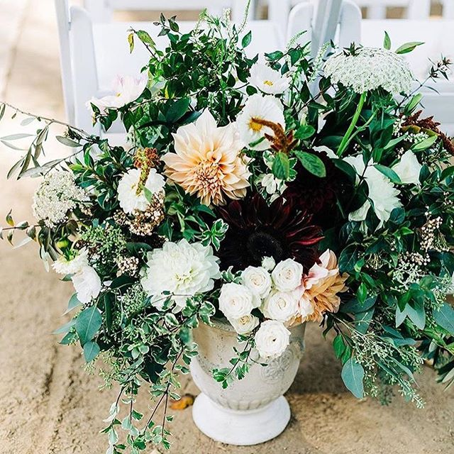 Some general fanciness from late September in Los Altos. What a great day! #pescaderofloweryweddings #slowflowers #localflowers photo @clarisse.rae beautiful wedding of @amythule