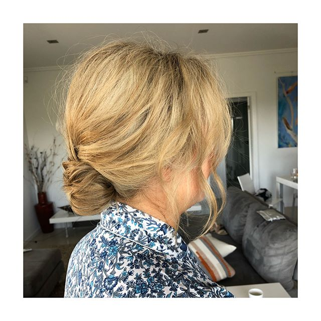 Another super relaxed hairstyle for a super relaxed bride... congrats Jemima ✨