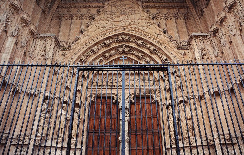 door-fence-church-cross.jpg