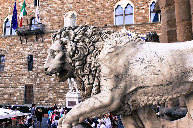 Medici_Lion_Florence_9783249903.jpg