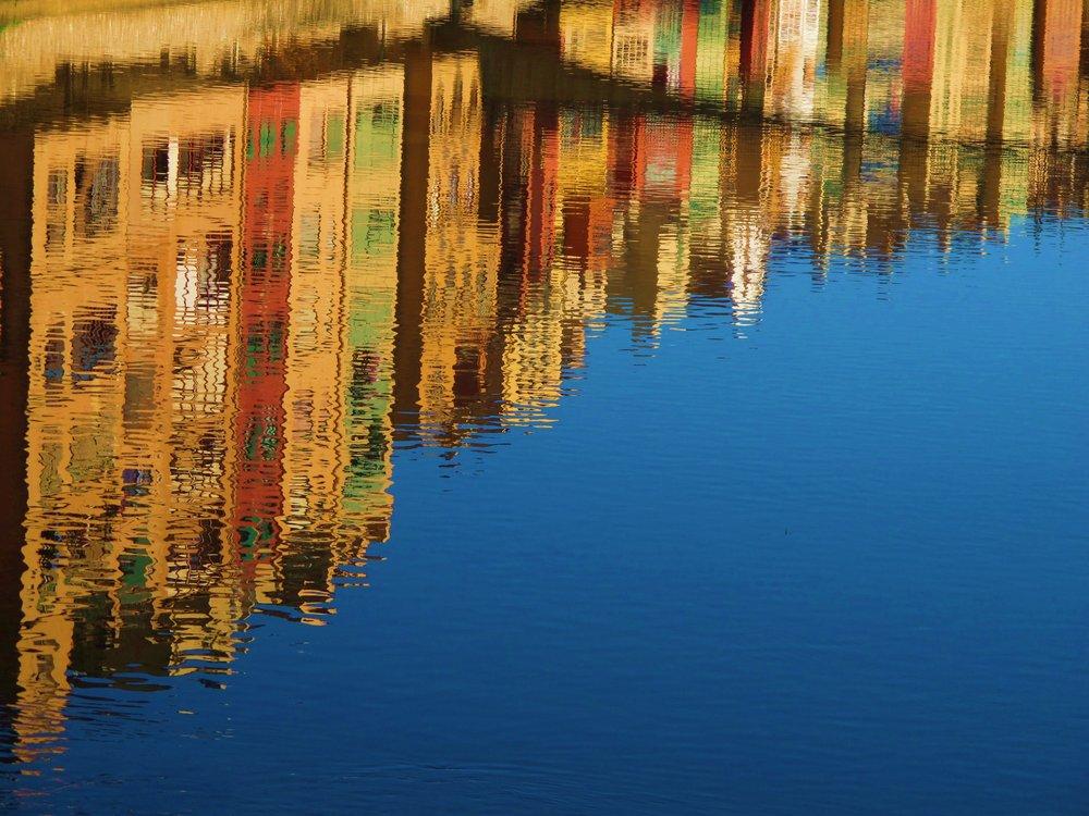 reflection-water-canal-mirroring-70574.jpeg