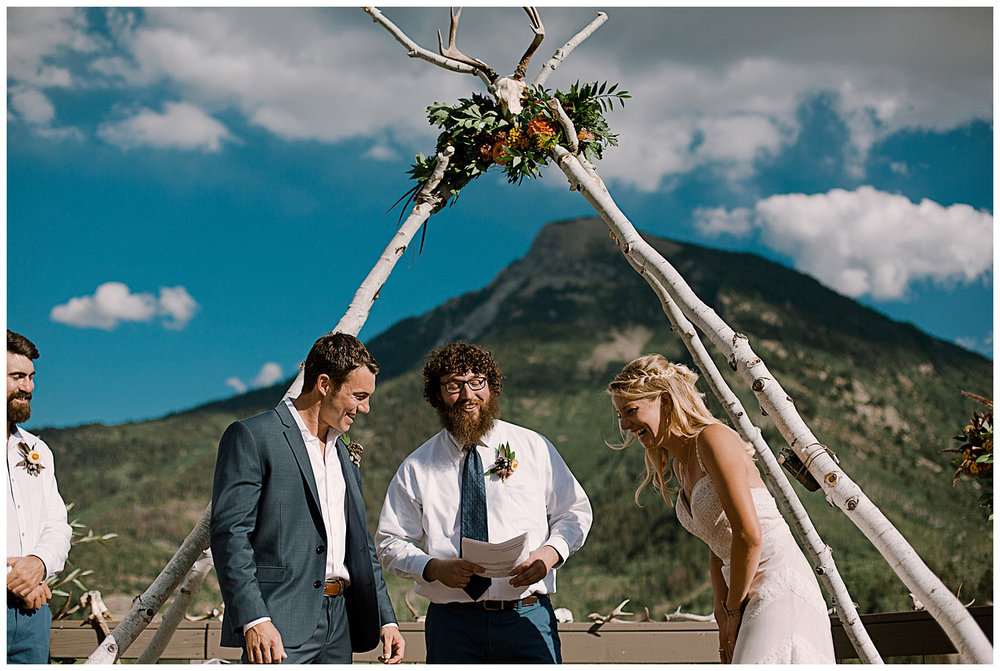 bride and groom vows, outdoor colorado wedding ceremony, adventurous colorado wedding photographer, adventure wedding, marble colorado wedding, marble lodge wedding