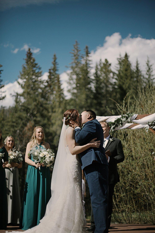 bride and groom kiss, breckenridge colorado wedding, breckenridge colorado wedding photogapher, the church at agape outpost wedding, agape outpost wedding photographer