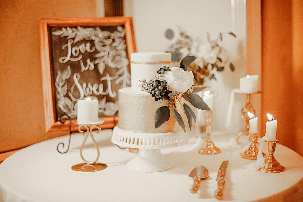 wedding cake at silverthorne pavillion, silverthorne pavillion wedding, silverthorne pavillion wedding photographer, silverthorne colorado wedding photographer