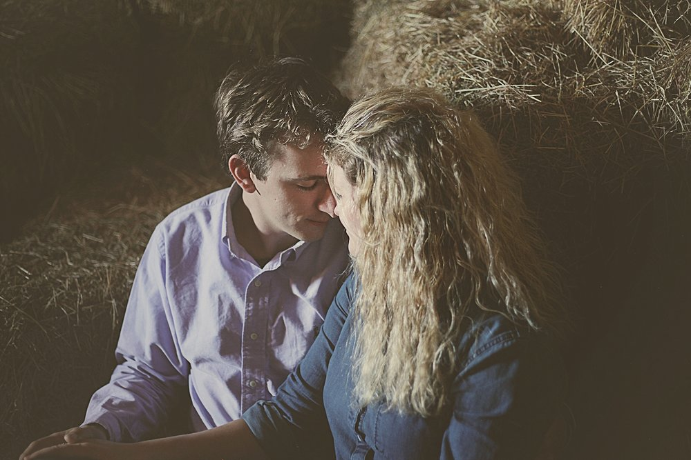 couple in barn, engagements on the farm, thomas oklahoma wedding photographer, weatherford oklahoma wedding photographer, oklahoma wedding photographer