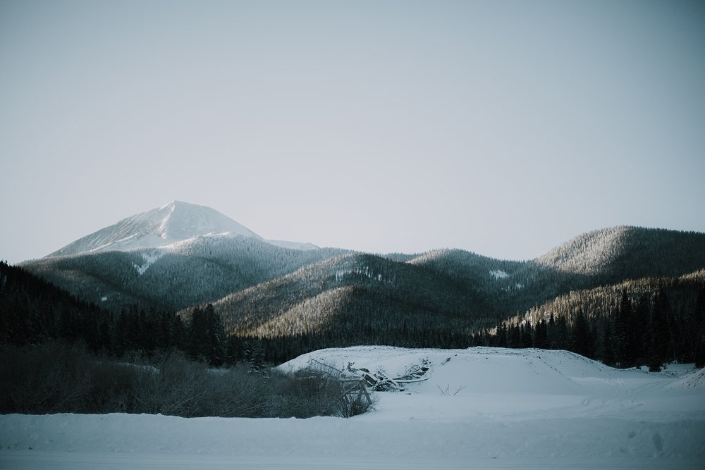 view of breckenridge colorado, breckenridge colorado elopement photographer, breckenridge colorado wedding photographer, breckenridge colorado dogsledding, colorado dogsledding