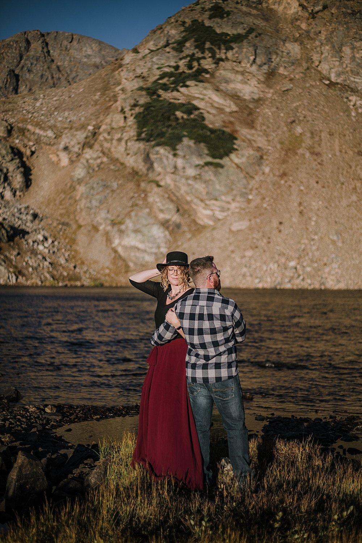 couple by lake, colorado 13er, hike little echo lake, backpacking james peak wilderness, hike james peak lake, james peak elopement, winter park sunrise elopement, st marys glacier elopement