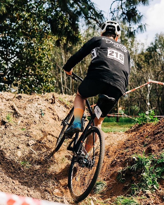 Don't want to fork out for a skinsuit? Race CX in a longsleeve crew, it's way more fun. A handful of these are left in our online store! . . . 📸 @fameandspear
