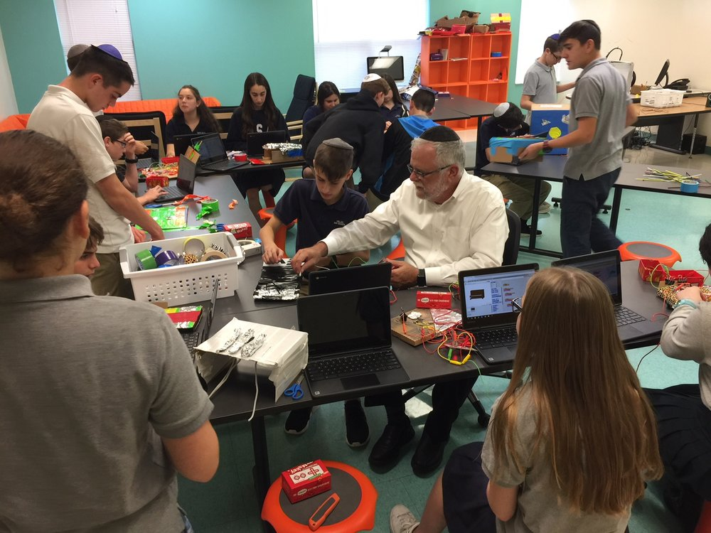 Rabbi Mordechai Smolarcik works with 8th grade students in the makerspace at Katz Hillel Day School in Boca Raton, Florida (2017) - Photo Credit: Kim Sivick