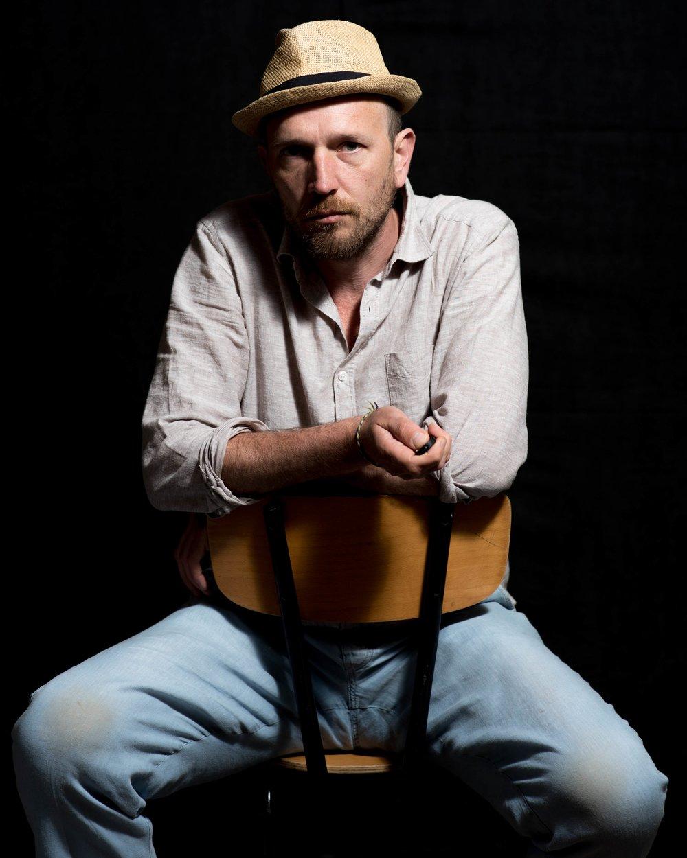 Neil Grant est un photographe Ecossais. Il aime prendre les gens en photos . -
