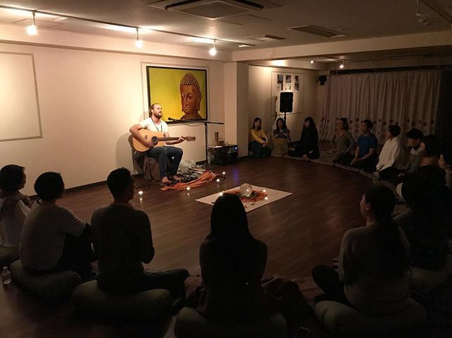 So blown away by this Japanese community at @spirityoga_osaka 🇯🇵 @larazilibowitz and I have be so moved by the sincere gentility and kindness of everyone we have met on this trip to Osaka. 🙏🏽 I had the privilege of playing a 2 hour (very intimate) set last night, finishing in an all inclusive Kirtan session... such a special evening!! ❤️❤️❤️