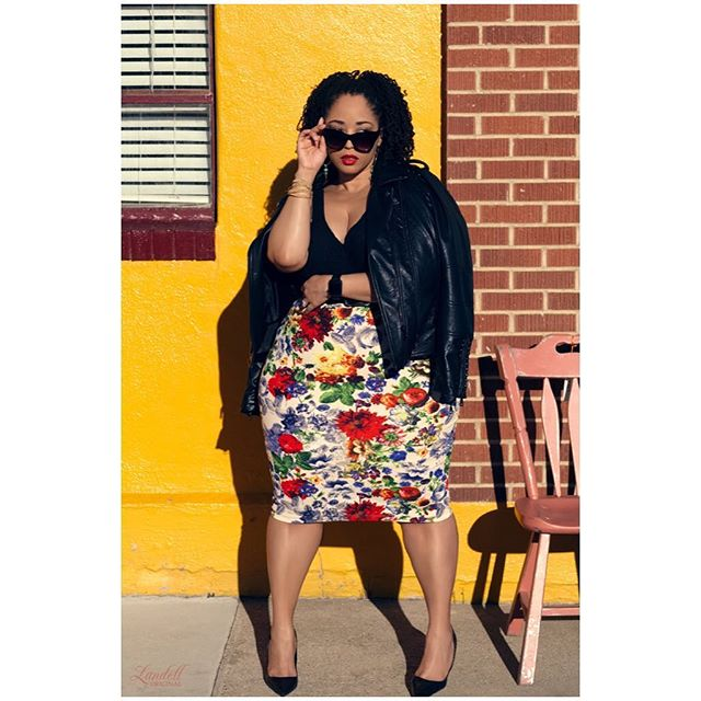 'Blazin in Boulder'.... enjoying this summer heatwave! 🌞 . 📸: @landell_original . . Look via @stitchfix . Click LINK IN BIO or visit Rajdulari.com/style to read my latest #RajdulariStyle blog post! . #PlusFashion #Fashionista #DenverStyle #Fatshionista #CurvyGirlStyle #Fashion #StitchFix #Sponsored #Ad