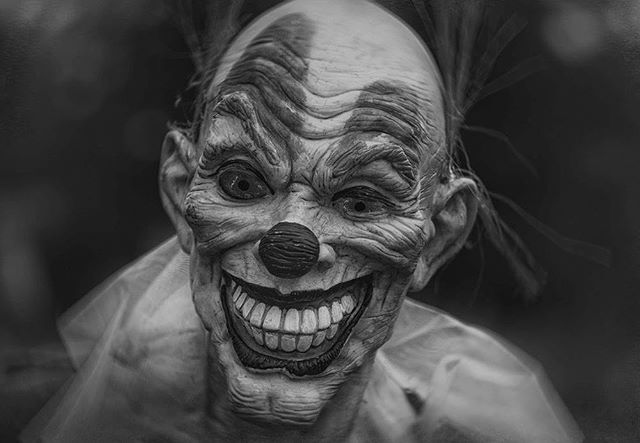 We hope your new year is as terrifying as this clown! 😜💀👻 #2018