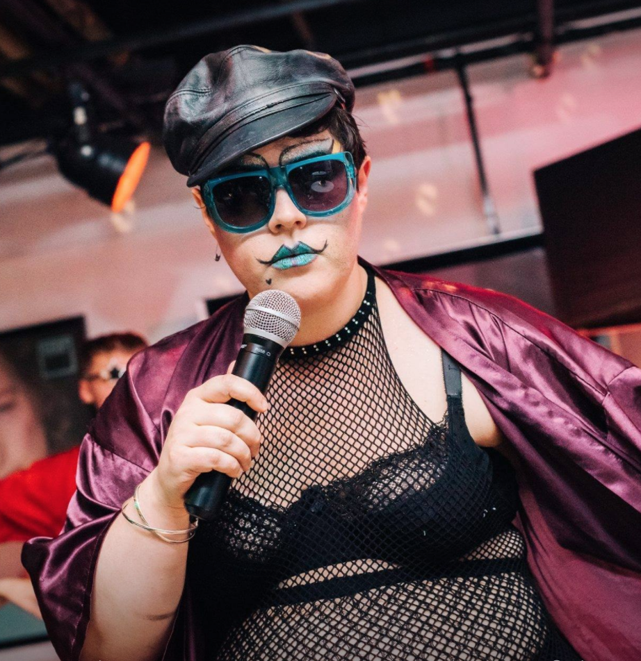 Live from the Edinburgh Festival Fringe. Comedian Mindy Raf of Keeping My Kidneys chats with Miss Annabel Sings. Queen of Queer Cabaret and host of Dive Queer Party's Rainbow Soapbox.They chat about queering the norm, sex, relationships, monogamy, jealousy, being Double P (poly & pan) and their sexy sousaphone fantasies. Check out Dive Queer Party and Miss Annabel Sings