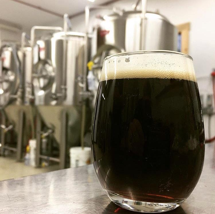 BROWN POWBROWN ALE6% ABV - English style brown ale that's nutty and biscuity with flavors of toffee and caramel.
