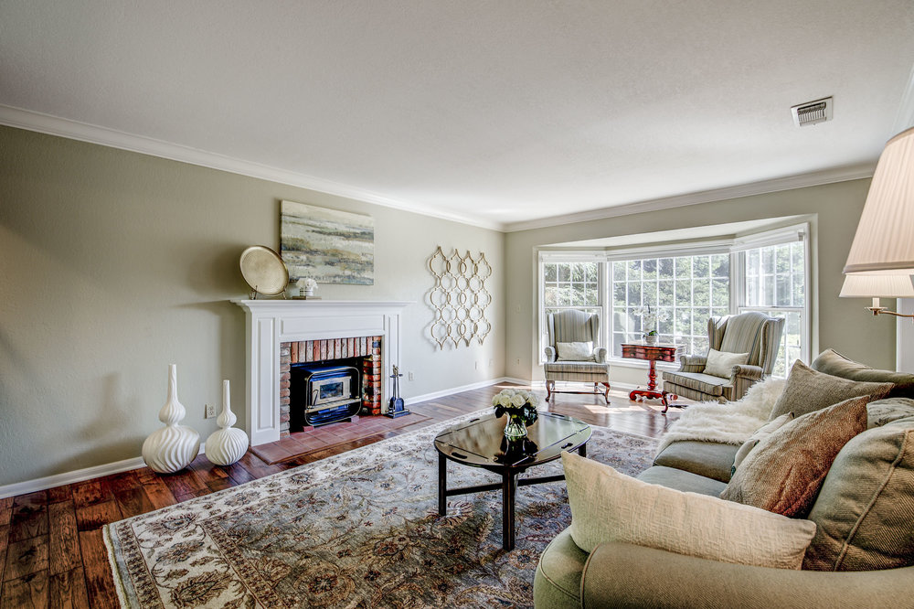 6 Living Room-2.jpg