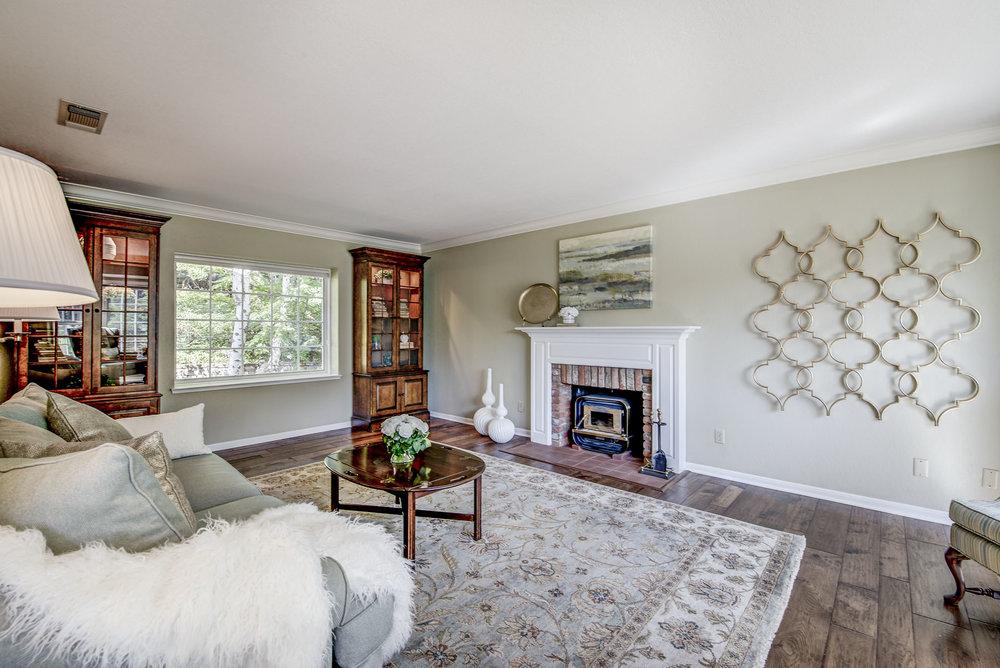 8 Living Room.jpg
