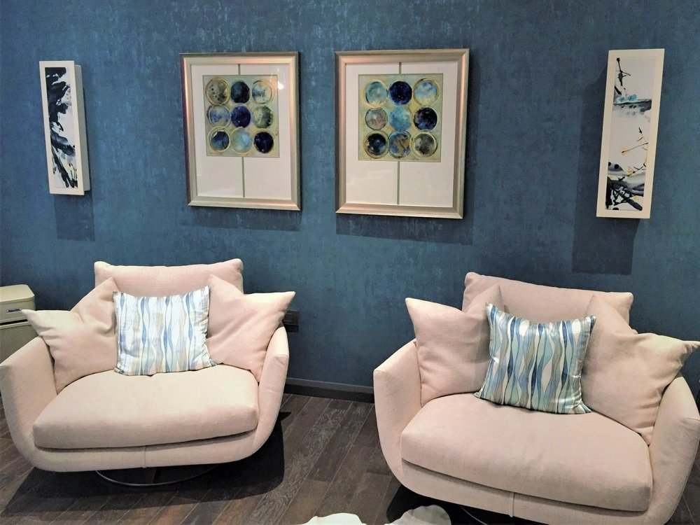 This modern lounge area looks complete with this pair of Monitor Audio SoundFrame speakers. Never again will you have to sacrifice your interior design or sound quality to get the perfect space